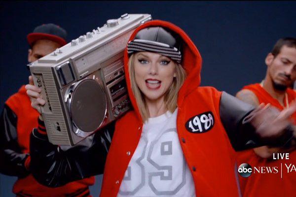 Taylor Swift 'Shake It Off' (Courtesy of Youtube)