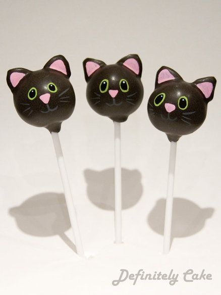 Totally making things with my new cake pop maker!! Halloween Cake Pops