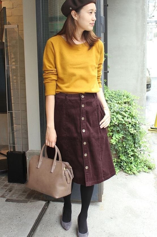 8WコールAラインスカート  コーデュロイ素材のスカート。 ボルドー×マスタードカラーが秋らしいスタイル。