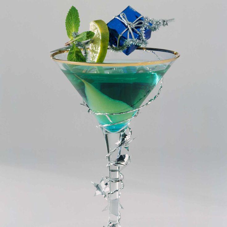 Cocktail bleu (jus de poire, curaçao, champagne)