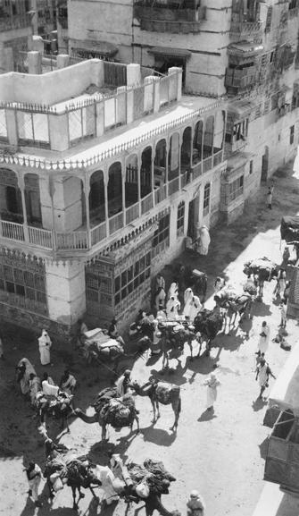 Jeddah. Pilgrim caravan preparing to leave for Mecca. | 1916.