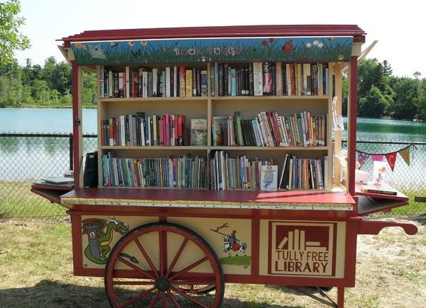 """Le """"Libro buggy"""" de la biblioteca libre de Tully, aux Etats-Unis"""