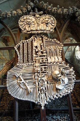 Stemma della famiglia Schwarzenberg - Ossario di Sedlec - Kutna Hora - Repubblica Ceca - Coat of arms of the Schwarzenberg family - Ossuary Sedlec - Kutna Hora - Czech Republic