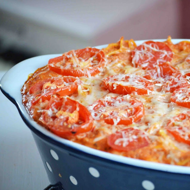 Roasted Garlic Baked SpaghettiChees Baking, Fun Recipe, Garlic Cheesy, Cheesy Baking, Baking Spaghetti, Food, Roasted Garlic, Spaghetti Recipe, Baked Spaghetti