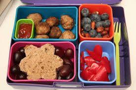 Yummy fruit, meatballs and a flower sandwich -  God frukt, köttbullar och en fin blom-macka