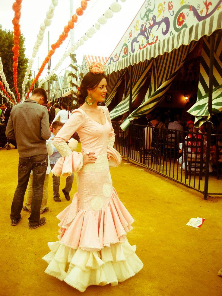 Jueves de Feria Sevilla, vestido de sonia e Isabelle (Sonibel) para @claudi_alfaro  www.entreciriosyvolantes.com