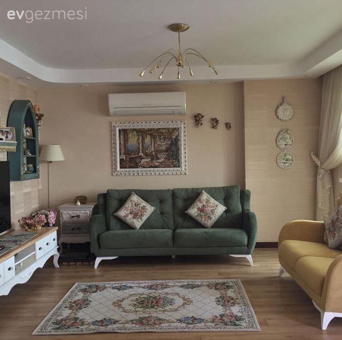 Oturma odasında toprak tonlar tercih edilerek, dinlendirici bir yaşam alanı oluşturulmuş..