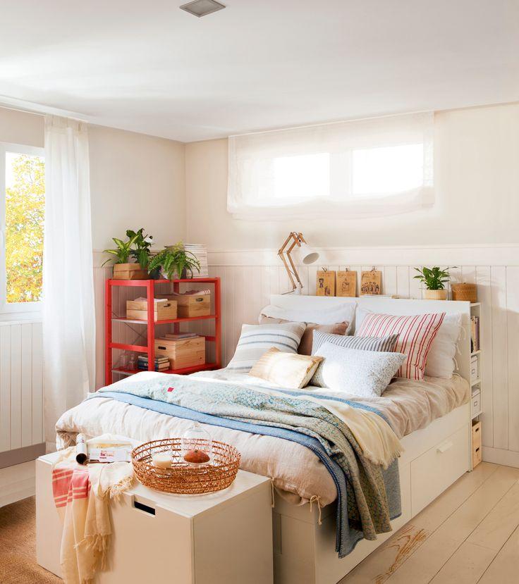 dormitorio con cama canap cabecero para guardar y banco con cajones a pie de cama