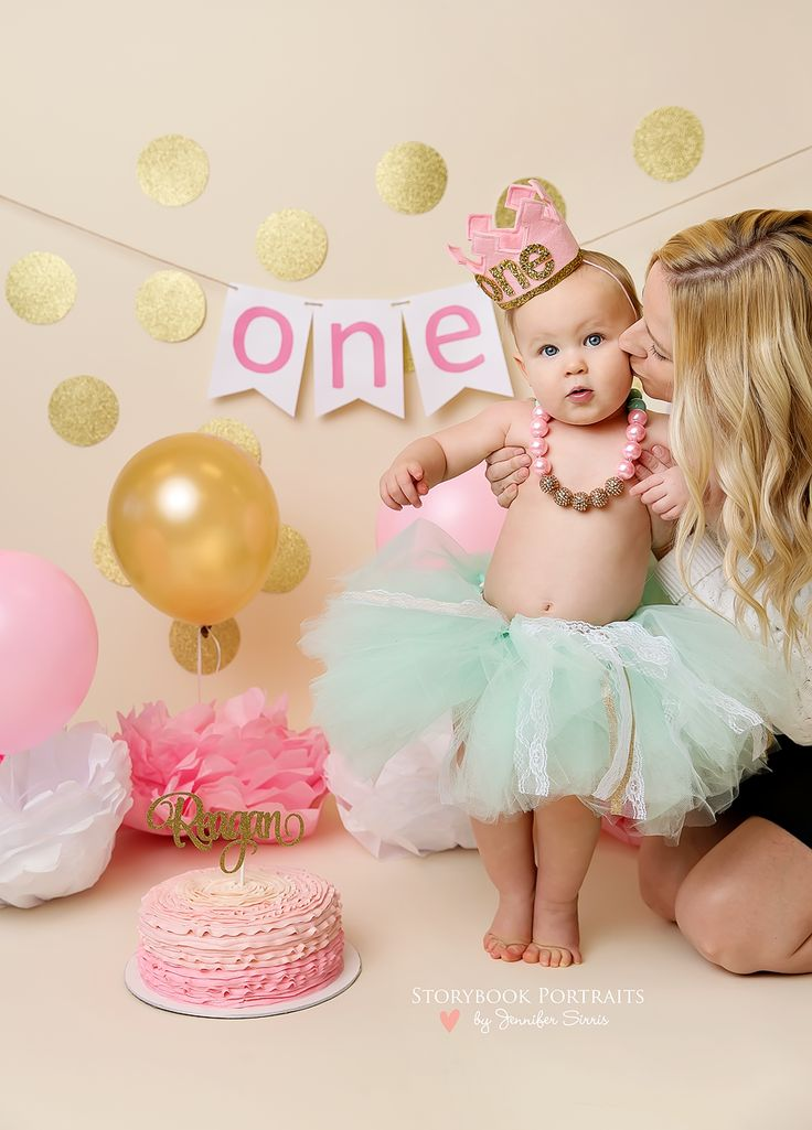 Cake smash girl cake smash pink and gold one mommy and baby