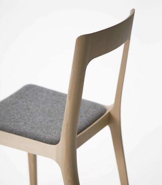 Stolen heter small chair hiroshima och är skapad av den japanske designern Naoto Fukasawa. Stolen är ny men ingår i den redan befintliga ser...