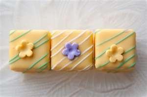 .: British Desserts, Lemon Petite, Minis Cakes, Recipes Mashed, Easter Petite, Eating Cakes, Puddings Recipes, Small Cakes, Small Ovens