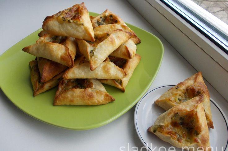 Пирожки из заварного теста с сыром и зеленью