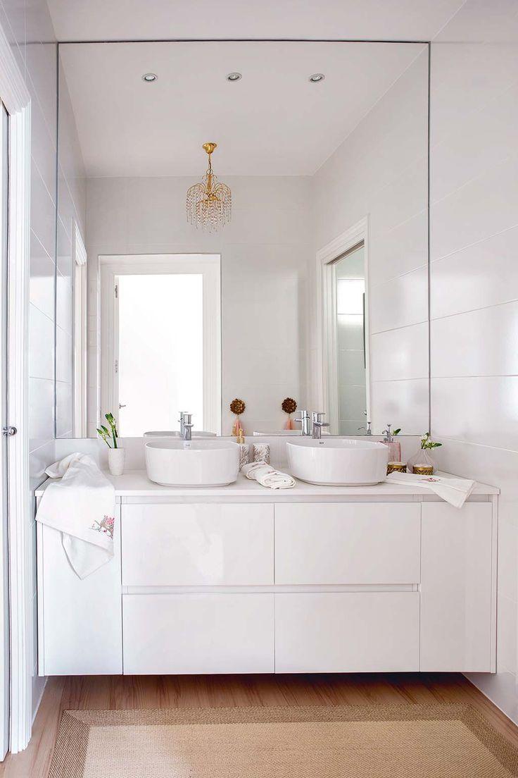 Un cuarto de baño blanco y muy actual | Cuarto de baño ...