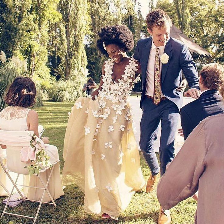 And they lived happily ever afrer. And that #gown is so pretty! #munaluchibride…