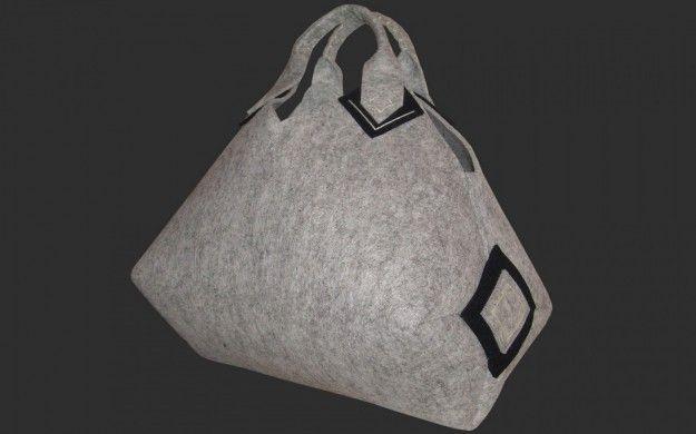 Bauletto grigio chiaro - Un bauletto trapezoidale in feltro grigio chiaro con dettagli più scuri
