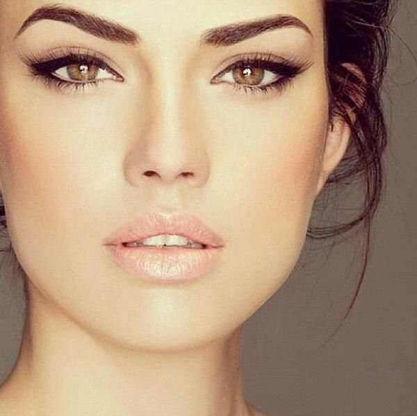 simple elongated lined eyes (wedding makeup) or everyday  This is like the most perfect make up EVER, love this style!!!