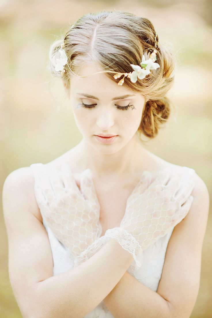 We love this lacy look! What incredible vintage gloves! This retro bride looks dazzling with her own personal style.