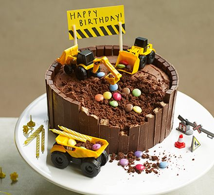 You don't need to be an engineer to make this impressive construction site chocolate birthday cake, just a few toys, some KitKat bars, sweeties and creative flair