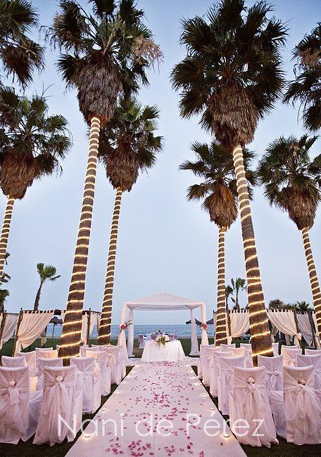 Club de Mar , Villa Padierna Beach Club, Weddings, Mediterranean sea views. Flowers by L&N Floral Design