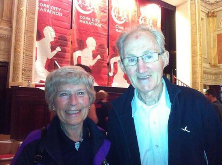 Esta pareja de ancianos corriendo su última maratón es lo mas adorable que vas a ver hoy