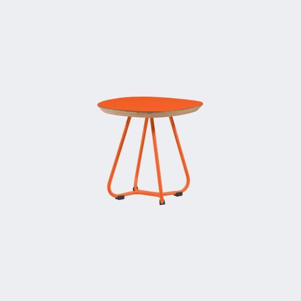 POMOCNIK Ażurowe krzesło z kolekcji Maple, doskonale odnajdzie się w dziecinnym pokoju. Lekkie i wygodne, a przy tym zgodne z najnowszymi trendami sztuki wnętrzarskiej sprawi, że azyl Twojego dziecka będzie miejscem, w którym poczuje się ono wyjątkowo.