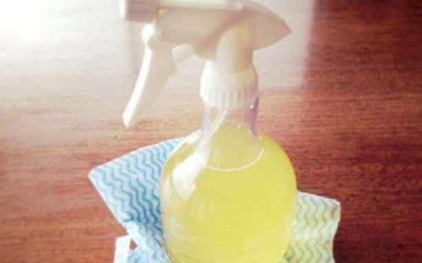 Φτιάξτε ισχυρό, απλό υγρό καθαρισμού με άρωμα λεμόνι