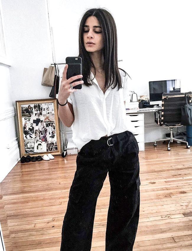 Rien de tel qu'une chemise blanche loose pour chiciser un ample pantalon cargo noir ! (instagram Lainy Hedaya)