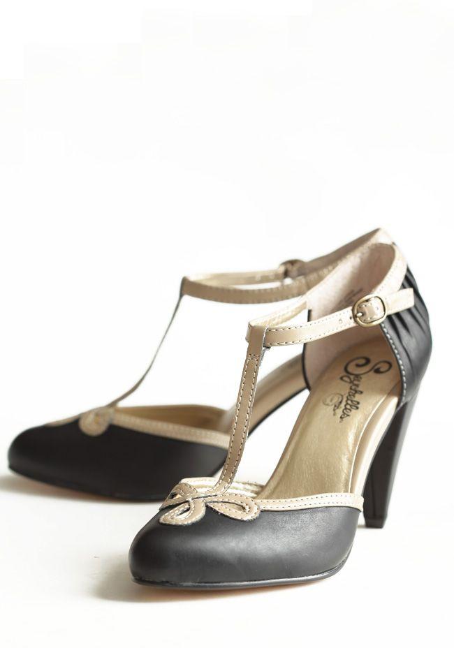 Vintage-styled wedding shoe