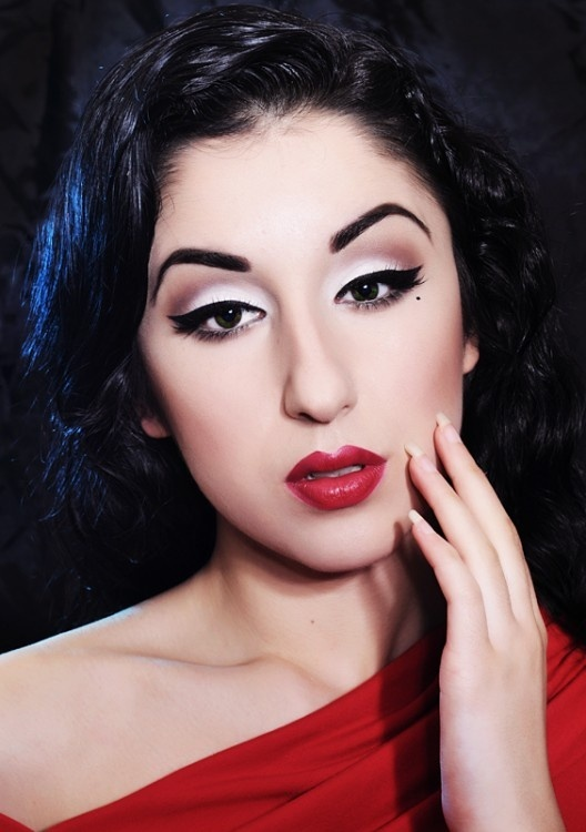 Pin up makeup beauty