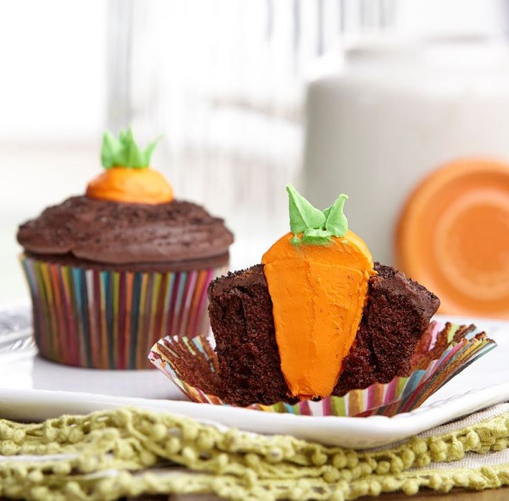 Create a fun surprise this Easter by piping carrots in delicious chocolate cupcakes. Cake decorating tip 2A gives the carrots their shape and then tip 352 pipes the pull-out stem accents.