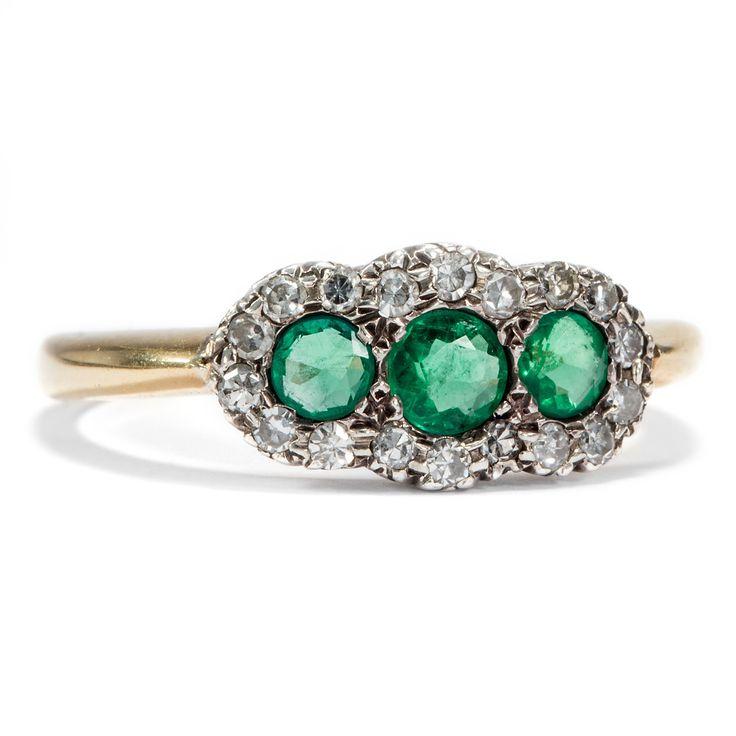 Das Grün des Dschungels - Antiker Ring mit Smaragden & Diamanten, um 1920 von Hofer Antikschmuck aus Berlin // #hoferantikschmuck #antik #schmuck #antique #jewellery #jewelry