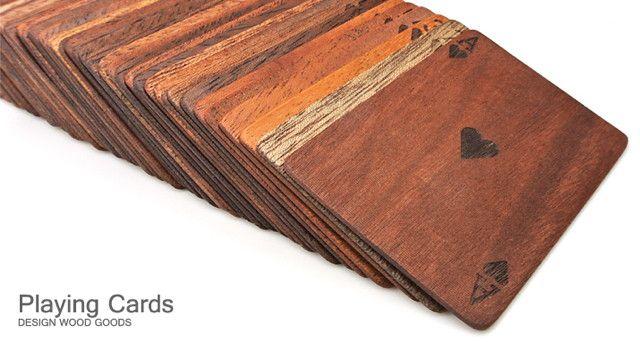 木のぬくもりっていいですよねー。木製デザイン雑貨の製作、販売を行なっている「LIFE」の木製トランプです。52枚+ジョーカー1枚+予備2枚の...