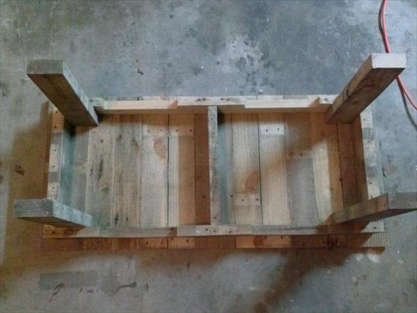 Make a DIY Pallet Coffee Table | Pallet Furniture Plans