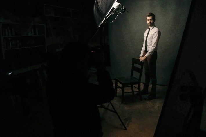 Lighting Like Leibovitz–The One Light Challenge Clay Cook Fstoppers Gunnar Deatherage Behind The Scenes 710x474 Lighting Like Leibovitz – Th...