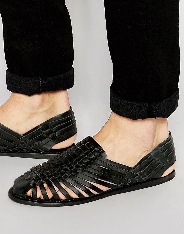 Bild 1 von ASOS – Geflochtene Sandalen aus schwarzem Leder