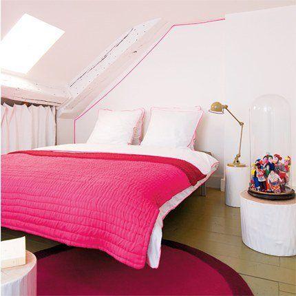 Une chambre blanche et rose