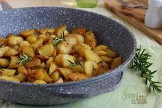 Le patate cotte in padella sono un contorno molto saporito,con i trucchi per cuocerle al meglio avrete delle ottime patate croccanti fuori e morbide dentro.
