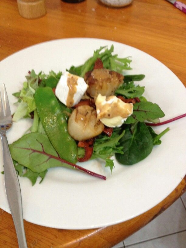 Scallops with brie and foraged saffron milk caps, snow pea salad and creamy mustard sauce. Nom