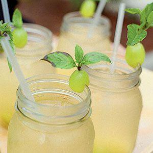 White Sangría cocktail drink