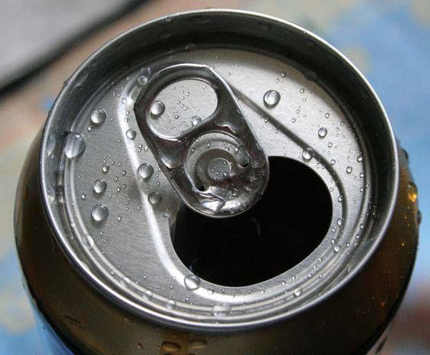 Una lata de gaseosa se demora en descomponerse 350 años. Se #responsable #reduce #reusa y #recicla las latas de gaseosa. http://ow.ly/ni1TX