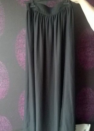 Kup mój przedmiot na #vintedpl http://www.vinted.pl/damska-odziez/spodnice/10308888-spodnica-maxi-mango-rozciecia-dluga-elegancka-czarna