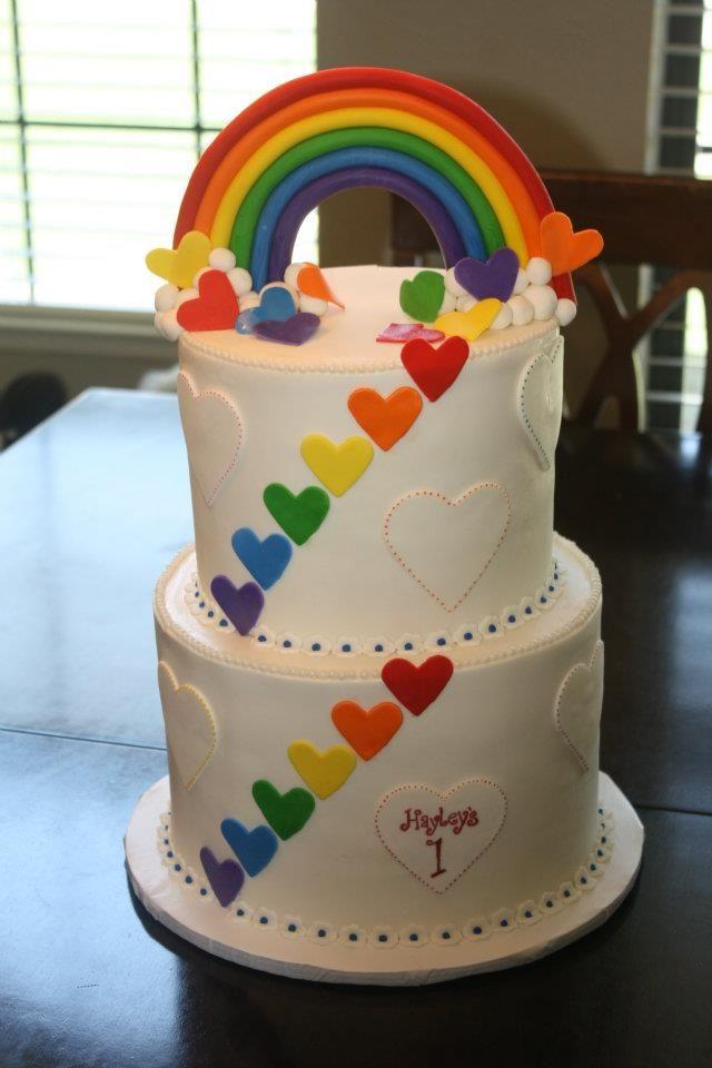 torta arcoiris y corazones de colores