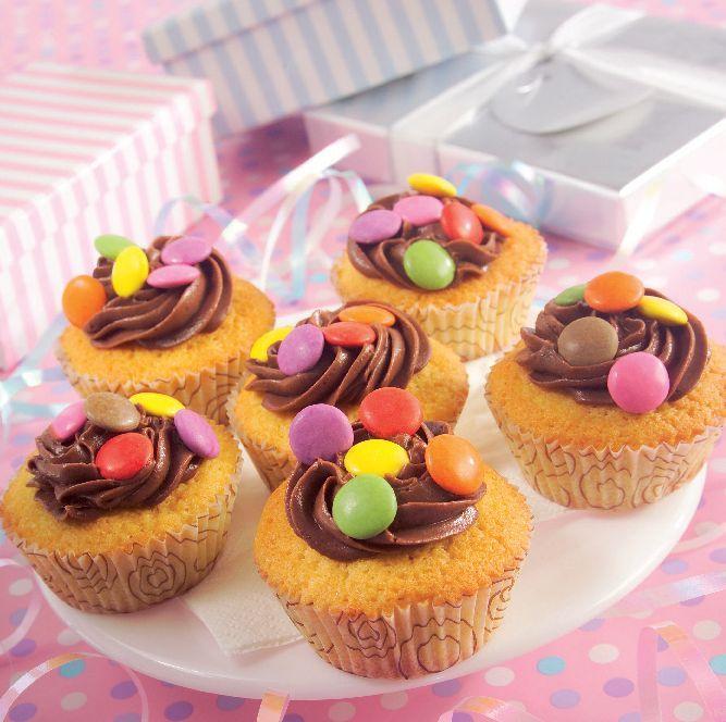 Receita: Queques de baunilha com cobertura de chocolate