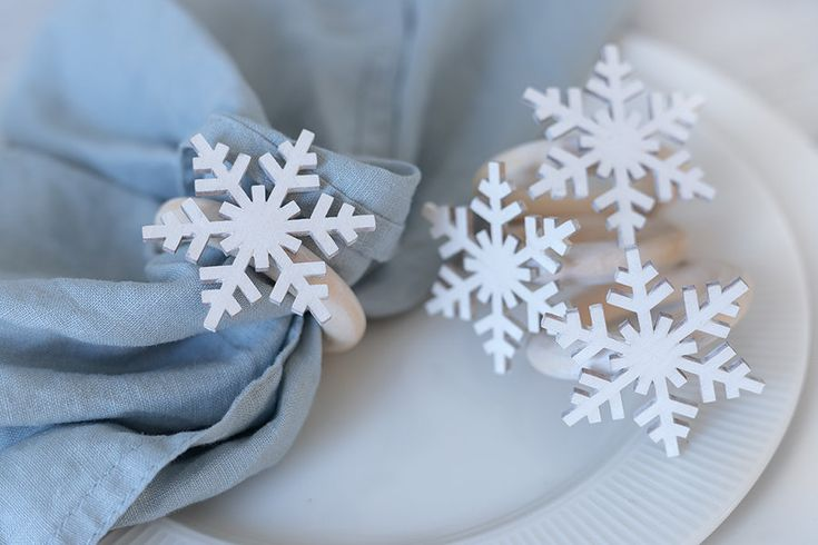 White Snowflake Napkin Rings, 4 Christmas Dining Table Napkin Holders, Winter Decor Place Setting Arrangements