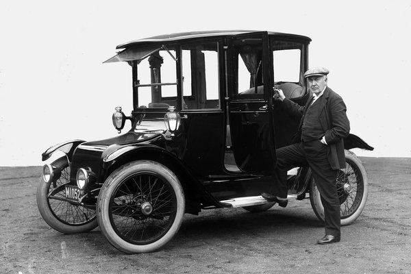 In 1900, 34 percent of cars in New York, Boston and Chicago were powered by electric motors.