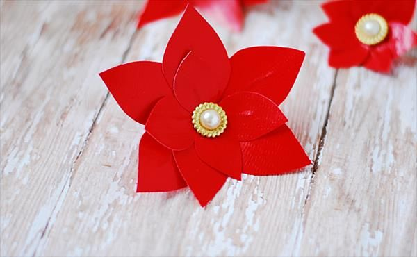 Duct Tape Poinsettias Flower Tutorial: DIY   101 Duct Tape Crafts