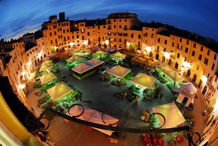Piazza Anfiteatro - LUCCA    Dreams to come to Tuscany?  Click LIKE on page www.facebook.com... pinned with Pinvolve