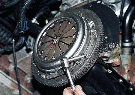Сцепление - механизм, который часто приходится менять начинающим водителям : замена сцепления , ремонт кпп ,замена ремня грм, ремонт акпп Автосервис в Подольске