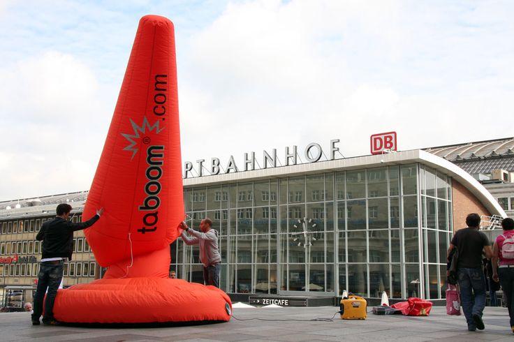 Zur Markteinführung einer neuen Produktlinie der Eigenmarke taboom starteten wir für die Beate Uhse AG eine Guerillamarketing Kampagne mit riesigen Blow-Ups