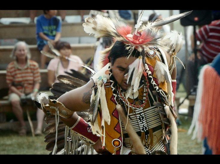 Un danseur au pow wow de Wemontaci... Puissant et fascinant! #trip #voyage #travel #travelblog #travelgram #travelpics #instravel #instapics #instablog #wanderlust #backpackers #backpackers_official #traveling #despasdanse #powwow
